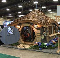 The Hobbit Hole Kids Playhouse - Plans Hobbit Hole, The Hobbit, Fairy Houses, Play Houses, Cob Houses, Hobbit Playhouse, Fairytale House, Backyard Sheds, Earth Homes