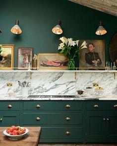 Art in the kitchen always works #homedecor #display #art #eclecticdecor #kitchen #kitchendesign #marble