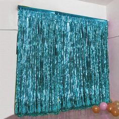 Look no further than efavormart for all your party decorating needs. Purchase our Metallic Foil Fringe Curtains and Chandeliers at wholesale rates. Diy Photo Booth, Photo Booth Backdrop, Photo Booths, Photo Backdrops, Backdrop Stand, Photo Props, Streamer Backdrop, Diy Party Backdrop, Streamers
