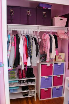 50 clever kids bedroom organization and tips ideas 47 - Kinderzimmer Toddler Closet Organization, Kids Bedroom Organization, Baby Clothes Storage, Organization Ideas, Organize Kids Closets, Organizing Kids Clothes, Lego Organizing, Kids Bedroom Storage, Organizar Closet