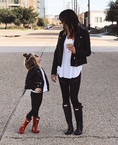 40 Ways to Style Leggings! – The Sister Studio 40 Ways to Style Leggings! – The Sister Studio The post 40 Ways to Style… Legging Outfits, Black Leggings Outfit, Sporty Outfits, Leggings Fashion, Fall Outfits, Cute Outfits, Fashion Outfits, Hunter Boots Outfit, Tribal Leggings