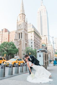 A pretty NYC wedding shot at 5th avenue in Manhattan. Photography by Tatiana Valerie www.artvestastudio.com