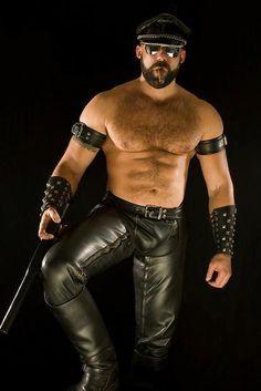 Bildergebnis für Muscle Men in Leather Harness Leather Fashion, Leather Men, Leather Pants, Leather Harness, Leather Gloves, Men's Fashion, Black Leather, Bald With Beard, Cigar Men