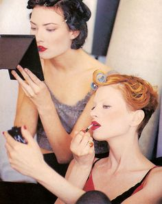 Shalom and Kristen Via Runway Shows of the 1990's | #beauty #gettingready #backstage
