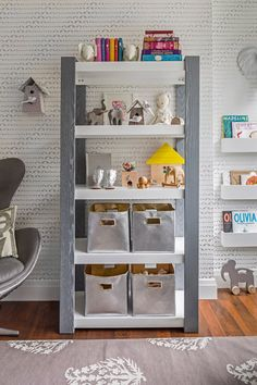 Love how these shelves are styled in this modern nursery!