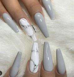 Grey nails with a marble accent nail. Beautiful 🥰 Grey nails with a marble accent nail. Beautiful 🥰 More from my site Lovely Grey and Golden Strip Nail Art Designs ✨ REPOST – – Best Acrylic Nails, Acrylic Nail Art, Acrylic Nail Designs Coffin, Coffin Acrylics, Pink Nail Art, Nails Kylie Jenner, Sculpted Nails, Gel Nagel Design, Nagellack Trends