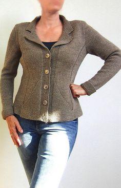 Вязание жакета с вытачками Triangle Jacket от дизайнера von Hinterm Stein.