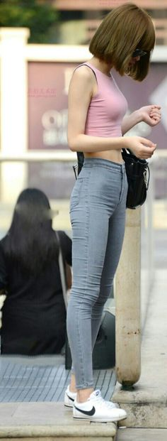 korea fade at curb hip bones clothes-skinny-jeans-AMS Skinny Girl Body, Skinny Girls, Asian Woman, Asian Girl, Skinny Motivation, Ulzzang Girl, Perfect Body, Female Bodies, Korean Fashion