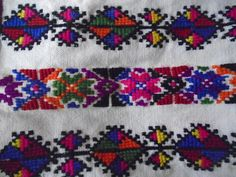Embroidery Stitches, Elsa, Bohemian Rug, Cross Stitch, Rugs, Crafts, Ladies Capes, Funny Videos, Punto De Cruz