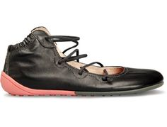 Peu Cami comes as a black ankle-high lace up shoe made of full grain leather. By Camper Lace Up Shoes, Me Too Shoes, Shoe Boots, Shoe Bag, Dream Shoes, Casual Boots, Bag Accessories, Combat Boots, Footwear