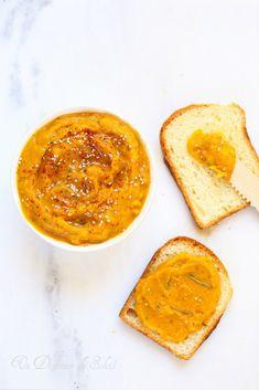 Crème ou tartinade de courge butternut et oignons rôtis. Idéal pour l'apéritif ou comme accompagnement d'un rôti.