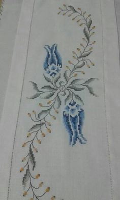 This Pin was discovered by Gül Just Cross Stitch, Beaded Cross Stitch, Cross Stitch Flowers, Cross Stitch Embroidery, Hand Embroidery, Embroidery Patterns Free, Embroidery Designs, Cross Stitch Designs, Cross Stitch Patterns