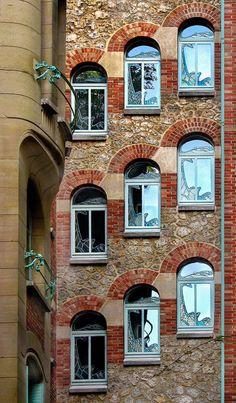 Conçu Par Hector Guimard, Paris.
