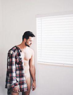 Luz Natural, Hot Boys, Men Casual, Sexy, Mens Tops, Men Art, Plaid Shirts, Facebook, Shaving