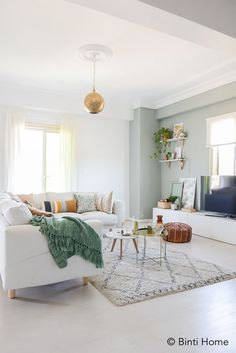 Wit interieur met kleur accenten Our Cairo Home Small Living Rooms, Living Room Grey, Living Room Interior, Home Living Room, Living Room Decor Inspiration, Nordic Home, Scandinavian Living, Sweet Home, New Homes
