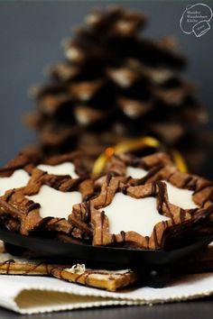 Adventsbäckerei: Eierlikör-Schoko-Sterne! Ausgestochene selbstgemachte Plätzchen für Weihnachten mit Eierlikör und Schokolade. Für ein schönes Weihnachten!