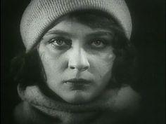 Девушка с коробкой (1927) - немая комедия о квартирном вопросе