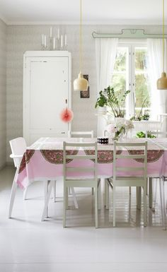 The harmony & peace felt in this kitchen. Cottage Design, Wooden House, Marimekko, Home Fashion, Detached House, Kitchen Interior, My Dream Home, Dining Table, Dining Room