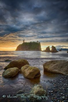 Aww man I miss Washington . An incredible stormy sunset shot of Olympic National Park in Washington State Oh The Places You'll Go, Places To Visit, Evergreen State, Sea To Shining Sea, Pacific Northwest, Pacific Coast, Vacation Spots, Travel Usa, The Great Outdoors