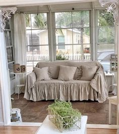 Let 39 s talk about slipcovers custom slipcovers farmhouse style and living rooms - Copridivano shabby ikea ...