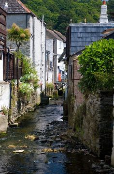 Polperro back street river (by chris_I / cornwalls.co.uk) Like most Cornish fishing villages Polperro doesn't really do back streets. In fact most of the streets are a little like back streets as they wind up and down to the harbour. So this really is about as close as it gets to a typical back street in Polperro, except you have the River Pol flowing down the middle of it!