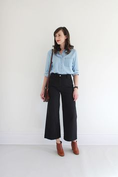 Heres All The Inspiration You Need To Start Rocking Wide-Leg Pants This Year - Outfit Ideen Work Fashion, Fashion Pants, Fashion Outfits, Womens Fashion, Emo Fashion, Vetements Clothing, Look 2018, Outfit Jeans, Wide Pants Outfit