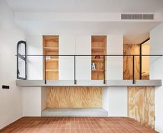 On the landing next to the shower room runs a gallery that overlooks the living space on one side, and has built-in storage space and bookshelves that are visible from the sofa below. External Staircase, Wooden Cradle, Concrete Retaining Walls, Barcelona Apartment, Public Bathrooms, Basement House, Wooden Stairs, Ground Floor Plan, Level Homes