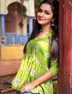 Avneet kaur cutest unseen latest images of her body show and navel pics with hot sexy big cleavage and bikini photos collection. Teen Actresses, Indian Actresses, Girl Photo Poses, Girl Photos, Cute Girl Pic, Cute Girls, Sweet Girls, Teen Celebrities, Celebs