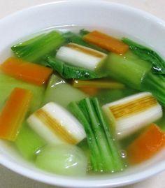 焼きねぎと青梗菜のスープ<中華風の野菜スープ> |香ばしく焼いた白ねぎは甘みがたっぷり!野菜のみの中華スープなので、カロリーオフしたいときにもおすすめです。