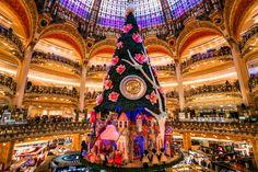 Самые необычные и красивые новогодние елки мира: легендарная рождественская ель Нью-Йорка, гламурная елка Парижа и огромная плавающая елка в Рио-дэ-Жанейро.