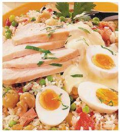 Rijstsalade met gerookte kip en ei