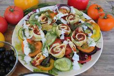 Sałatka śródziemnomorska! #sałatka #papryka #pomidory #cukinia #ogórek #cebula #smacznastrona