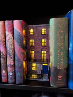 Book Crafts, Diy And Crafts, Harry Potter Items, Tiny World, Mini Things, Book Nooks, Fairy Houses, Dollhouse Miniatures, Light Up