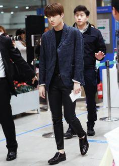 Jongin, the love of my life. Korean Fashion Men, Kpop Fashion, Mens Fashion, Airport Fashion, Kim Jongin, Kyungsoo, Chanyeol, Taemin, Kai Exo