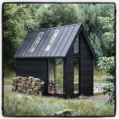 ideas for house black exterior metal roof Tiny House Cabin, Tiny House Design, Scandinavian House, Scandinavian Architecture, Casas Containers, Cabana, Cabins And Cottages, Log Cabins, Cabins In The Woods