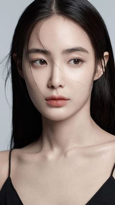 We've gone ahead and rounded up six of our favorite face powders: They all have gorgeous finishes and help keep your makeup in place all day lo… Girl Face, Woman Face, Face Face, Shooting Pose, Korean Makeup Look, Korean Natural Makeup, Natural Beauty, Photographie Portrait Inspiration, Face Photography