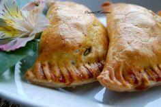 Un vrai délice. Il s'agit d'une pâte remplie d'une farce au poulet, au boeuf ou à la morue, dépendamment des goûts. Les pâtés haïtiens sont souvent servis...