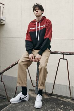 컬러 블록 디자인과 액티브함을 표현 Daily Fashion, Boy Fashion, Mens Fashion, Fashion Outfits, Human Poses Reference, Pose Reference Photo, Boy Poses, Male Poses, Streetwear