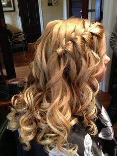 waterfall braid with curls I have such a hard time making this braid with my own hands,