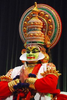 Famous Folk & Classica Dances of India - Kathakali dances - Countries of the World - Culture - India World Cultures, Countries Of The World, Kathakali Face, Indiana, Kerala Mural Painting, Indian Classical Dance, Kerala India, Folk Dance, India Tour
