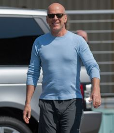 Bruce Willis. Bruce Willis, Great Photos, Obama, Gifs, Beautiful, Beautiful Men, Pictures, Presents