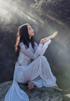 the great white hope Vietnamese Traditional Dress, Traditional Dresses, Ao Dai, Asian Woman, Asian Girl, Beautiful Vietnam, Vietnam Girl, Beautiful Asian Women, Asian Beauty