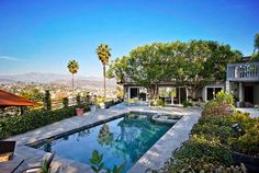 California | Located in the heart of Los Angeles, this private pool house with a separate entrance from the homeowners grants visitors access to stunning views of the city and access to their own pool and hot tub. The location is just minutes from popular neighborhoods like downtown LA and Hollywood.
