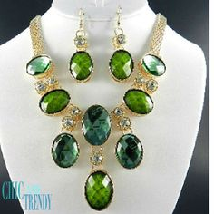 "STUNNING ""VERY HIGH END"" CHUNKY GREEN CRYSTAL  Necklace Set*CHIC AND TRENDY"