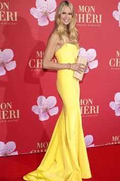 All dolled up - Elle Macpherson