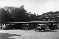 Vanaf 1924 was er een autobusstation op het Vredenburg. Hier vertrokken de bussen van het streekvervoer