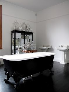 Absolutely love this classic/modern London bathroom.