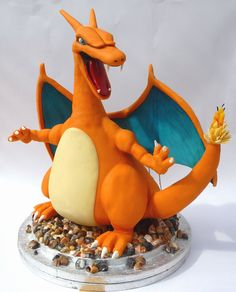 Awesome Charizard cake. Note: the candles are on the tail. Holy moly I  would go crazy for this Pokemon cake!!