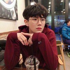 Trendy Glasses Aesthetic Boy Sun Ideas – – - Famous Last Words Korean Boys Ulzzang, Cute Korean Boys, Ulzzang Boy, Korean Men, Asian Boys, Korean Girl, Ulzzang Korea, Aesthetic Boy, Aesthetic Photo
