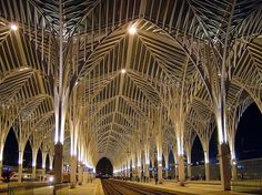 Elegantly designed by architect Santiago Calatrava and inspired by Gaudí's love of trees, Oriente Station's dynamic white arches and double decker flashing tubes make for a truly marvellous spectacle. Santiago Calatrava, Visit Portugal, Spain And Portugal, Portugal Tourism, Portugal Travel, Amazing Architecture, Architecture Details, Modern Architecture, Voyage Europe